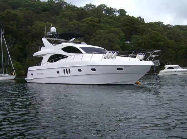 Majesty 61 | Jacht makelaar | Shipcar Yachts