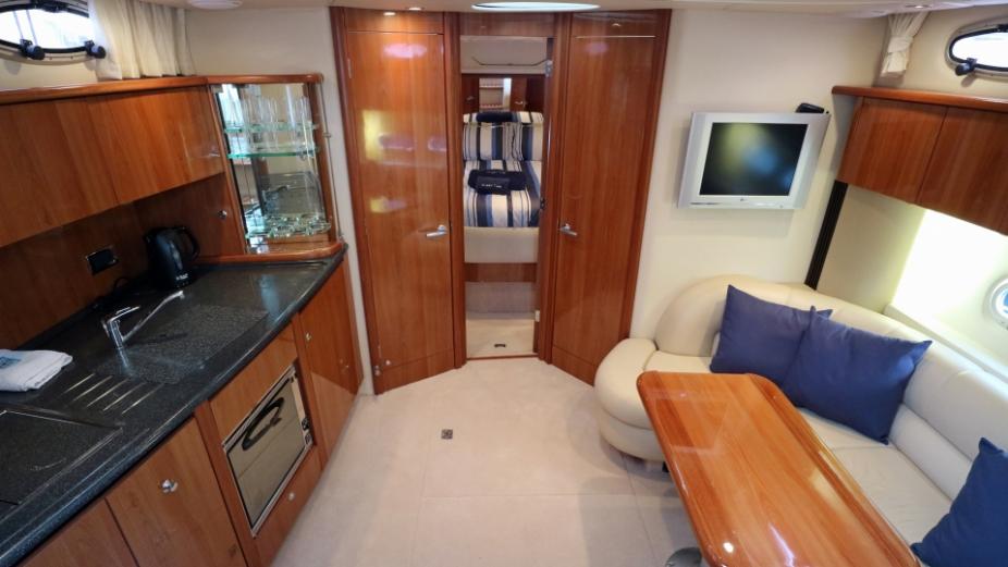 Sealine S 38 | Jacht makelaar | Shipcar Yachts