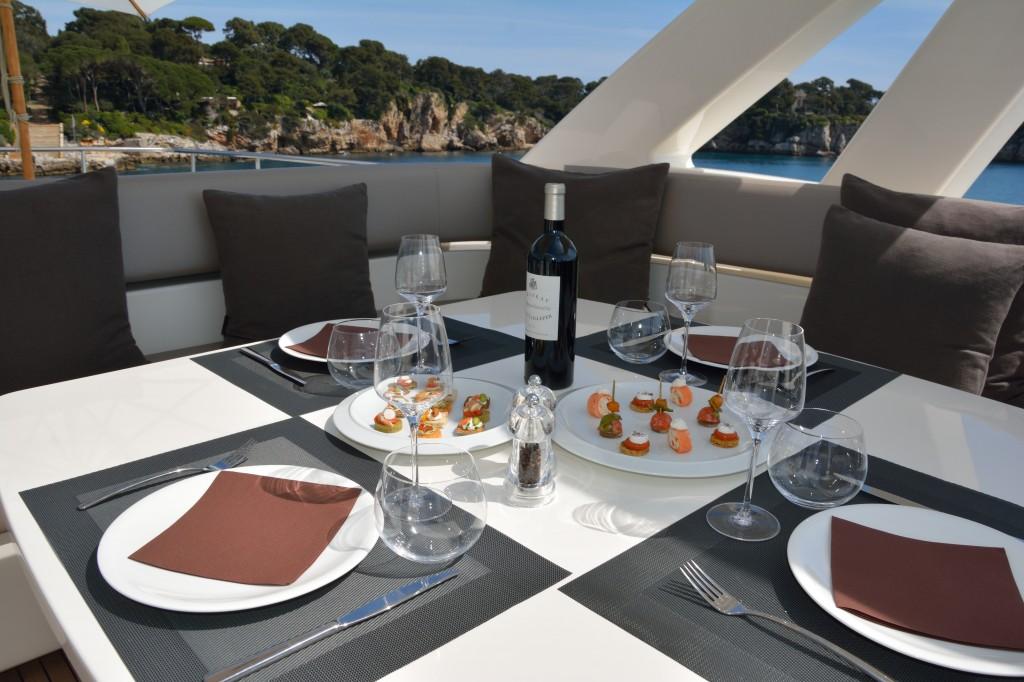 Ferretti 800 HT | Jacht makelaar | Shipcar Yachts