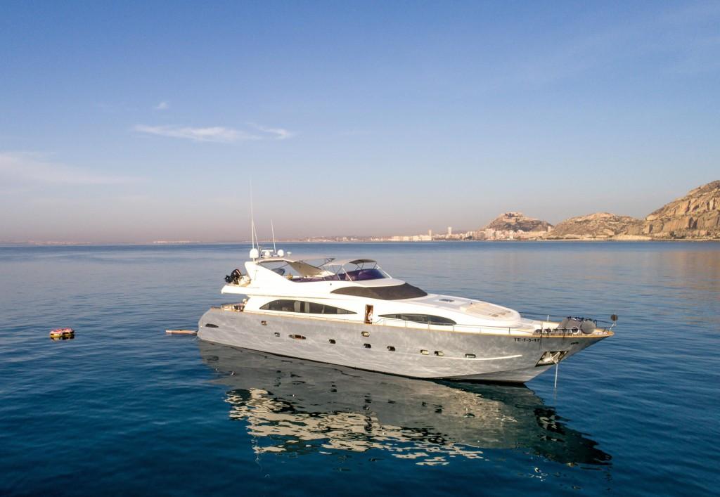 Astondoa  GLX 95 | Jacht makelaar | Shipcar Yachts