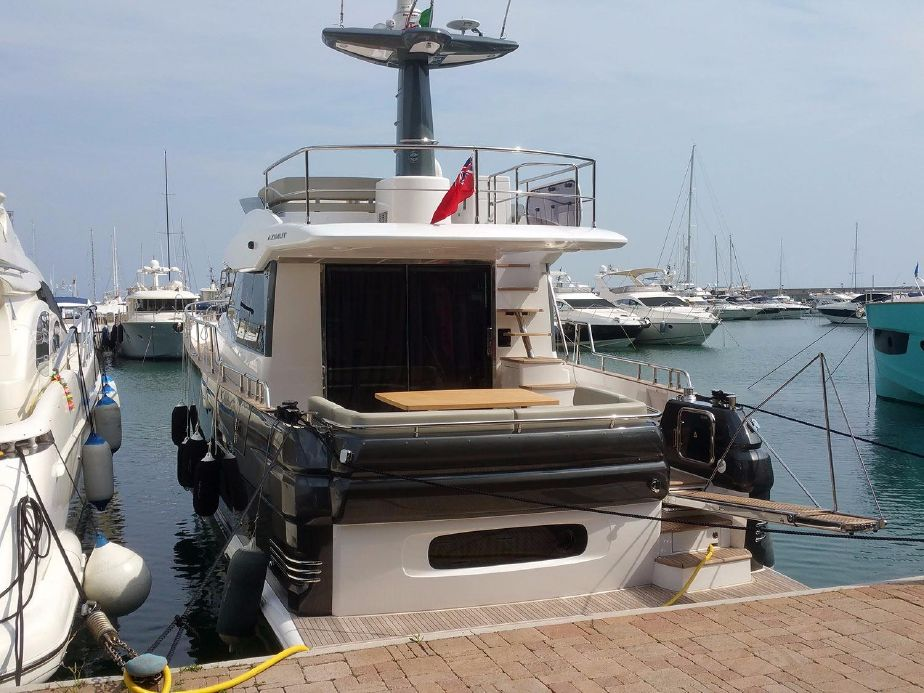 Azimut Magellano 53   Jacht makelaar   Shipcar Yachts