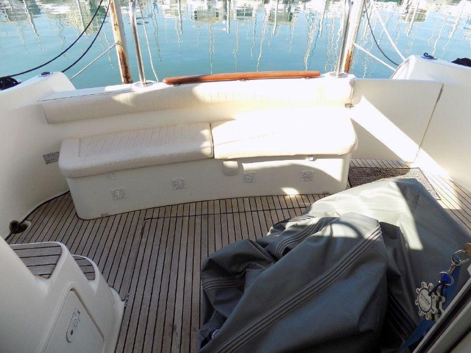 Jeanneau Prestige 32 Fly   Jacht makelaar   Shipcar Yachts